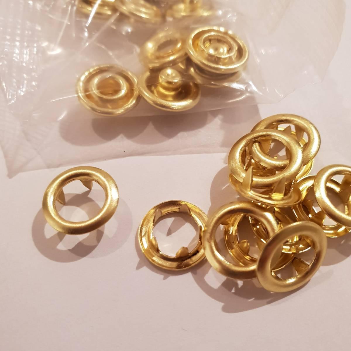 Metalltrykknapper gullfarvet